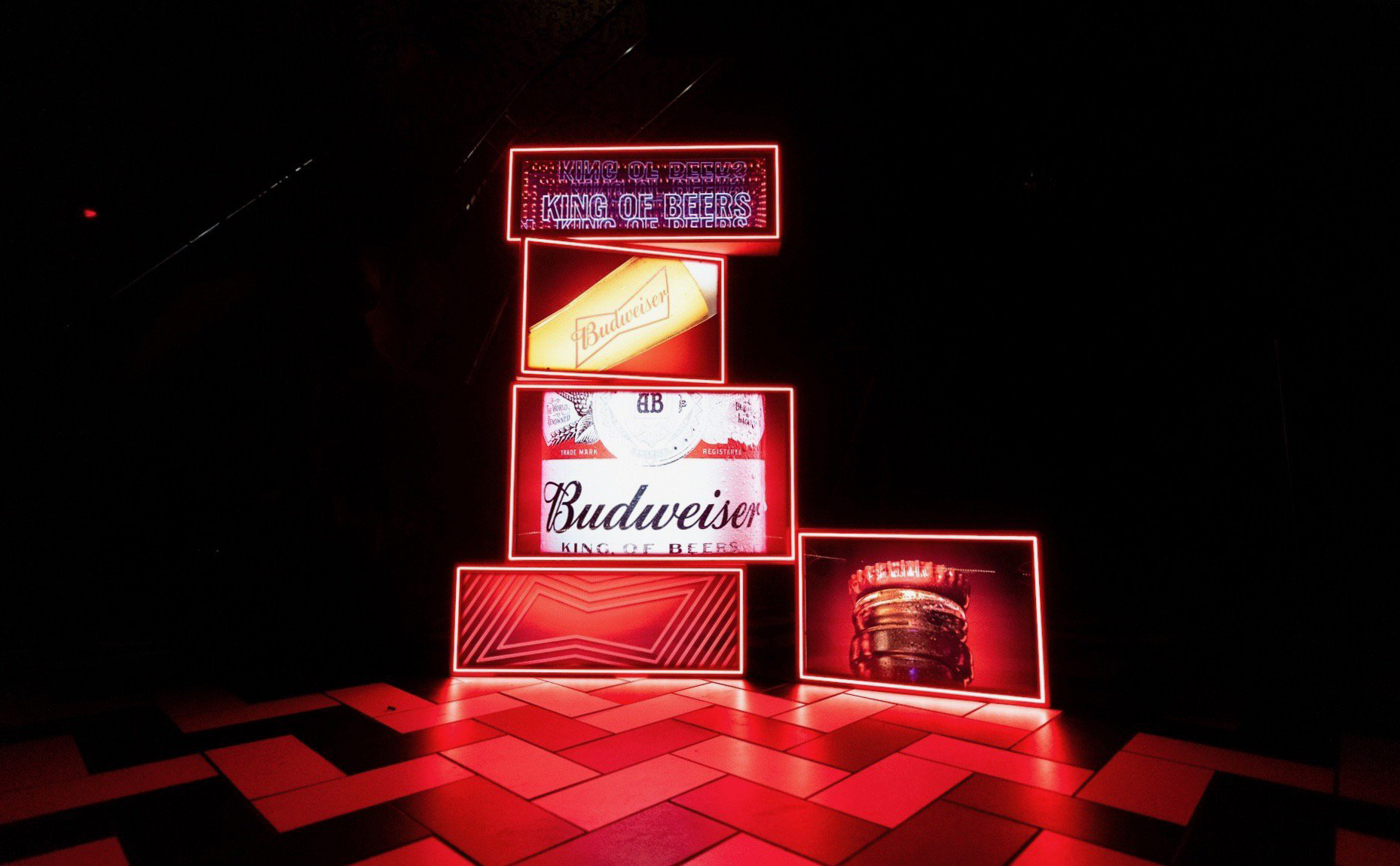 Budweiser / KING OF BEERS SHE'S BACK